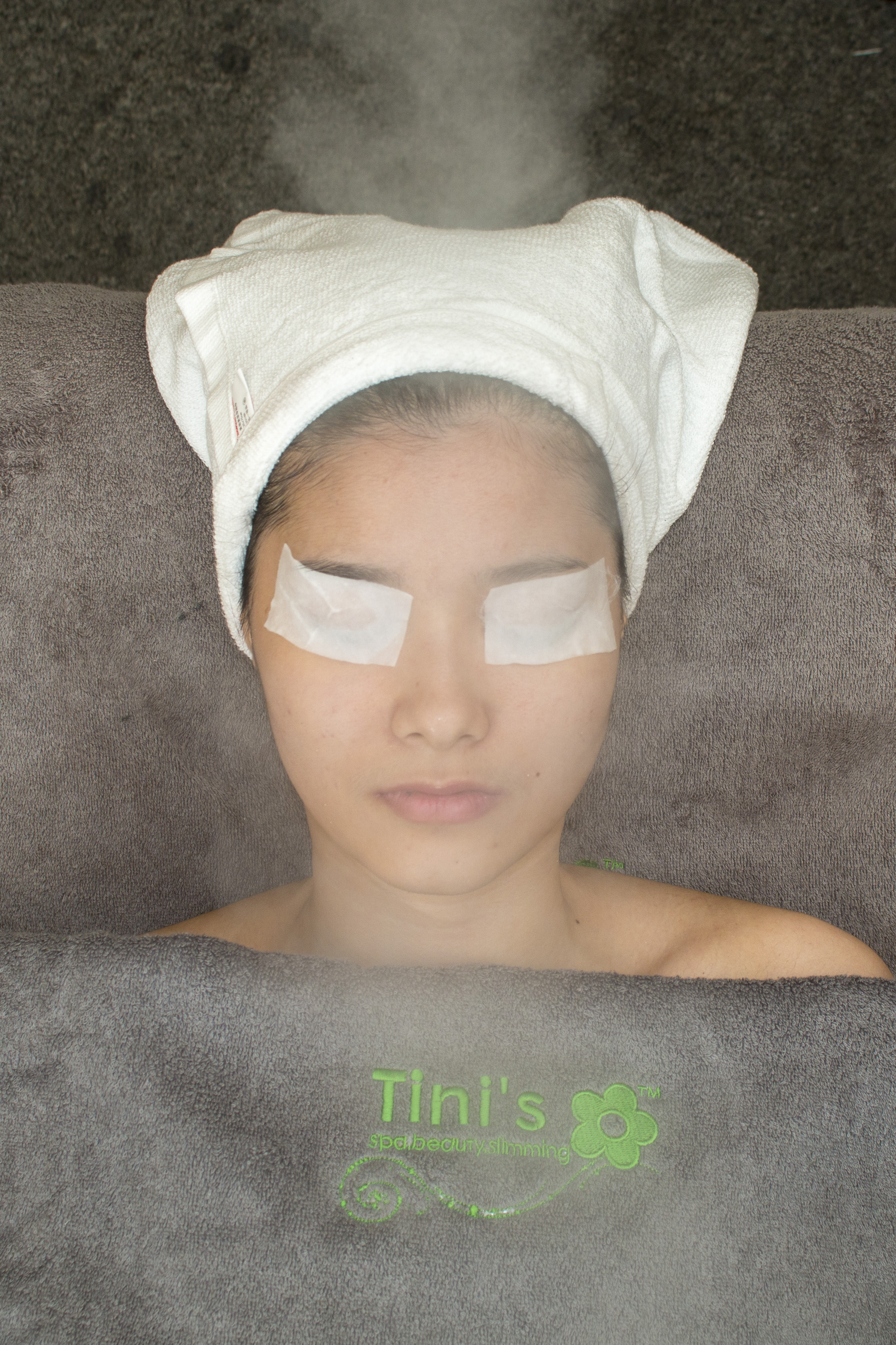 Skin-refreshing-facial-tinispa